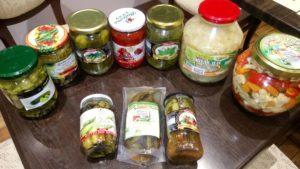 Кисело зеле, кисели краставички, царска туршия, мариновани чорбаджийски чушки, печена капия/пипер, люти чушки.